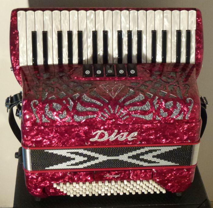 Dise  Smaragd<br />Meget let harmonika8,6 kg med de fineste stemmer