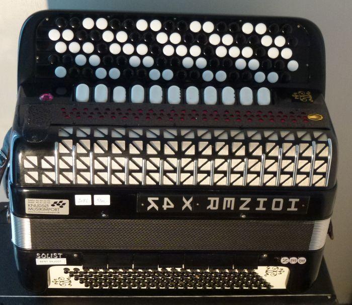 Hohner x4k<br />En tidligere el harmonika der er bygget om.